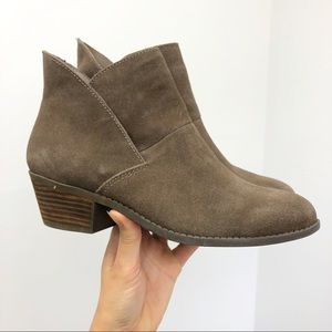 Me Too Gray Suede Leather Zale Booties Size 8.5